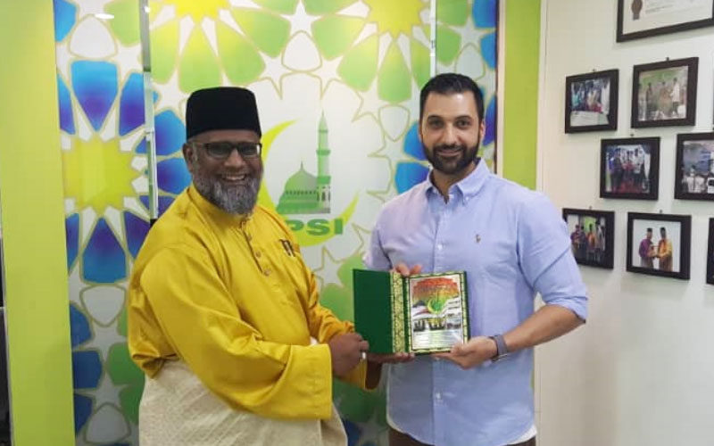 Tenfold Director Mohammad Quadan and IIPSI Founder Sheikh Kamaruddin sign a MOU to officially confirm their partnership