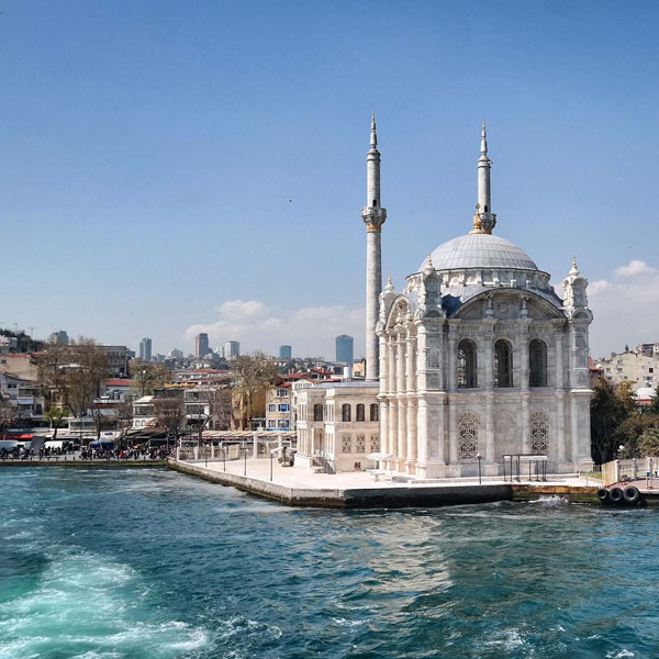 An image of Ortakoy Mosque on the water in Istanbul