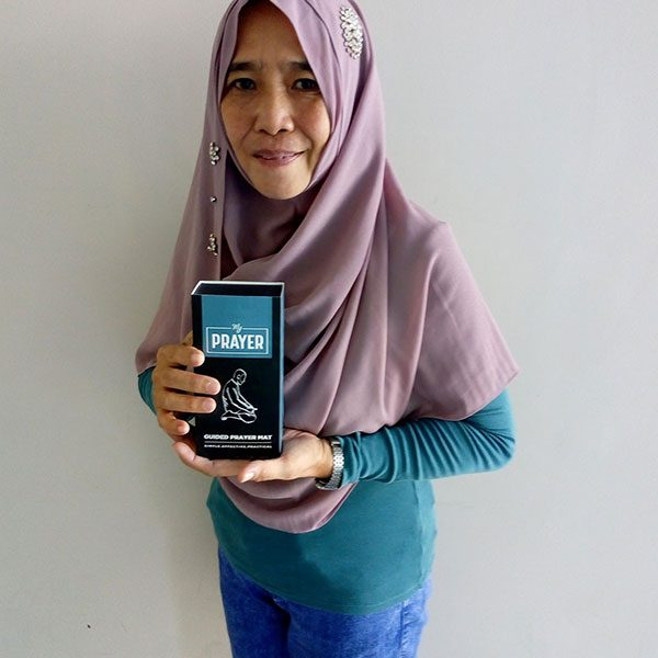 A new Muslim in the Philippines receives her Learn to pray pack from Tenfold gifted by the Muslim community in Philippines