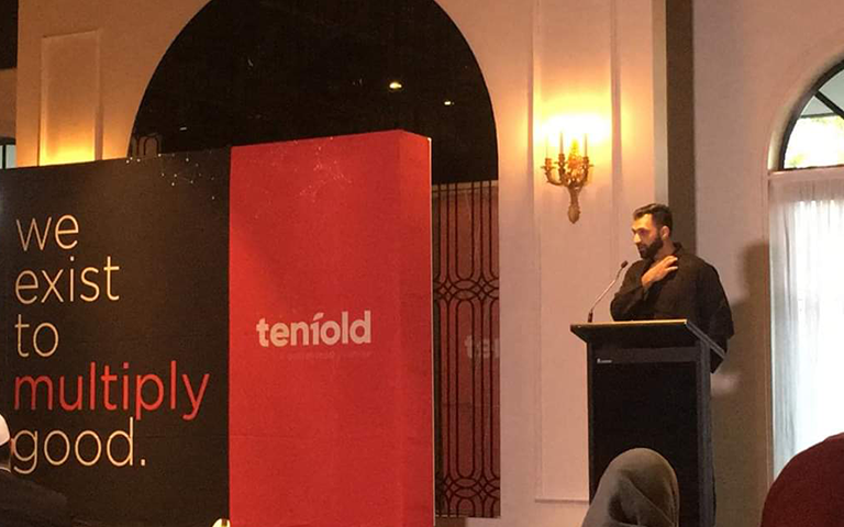 Mohammad Quadan on stage speaking at the Tenfold Fundraising Dinner in 2018