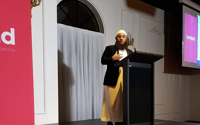 Sheikh Bilal Dannoun on stage speaking at the Tenfold Fundraising Dinner in 2018